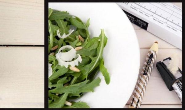 parmesan on salad Nareži me, gricni me...