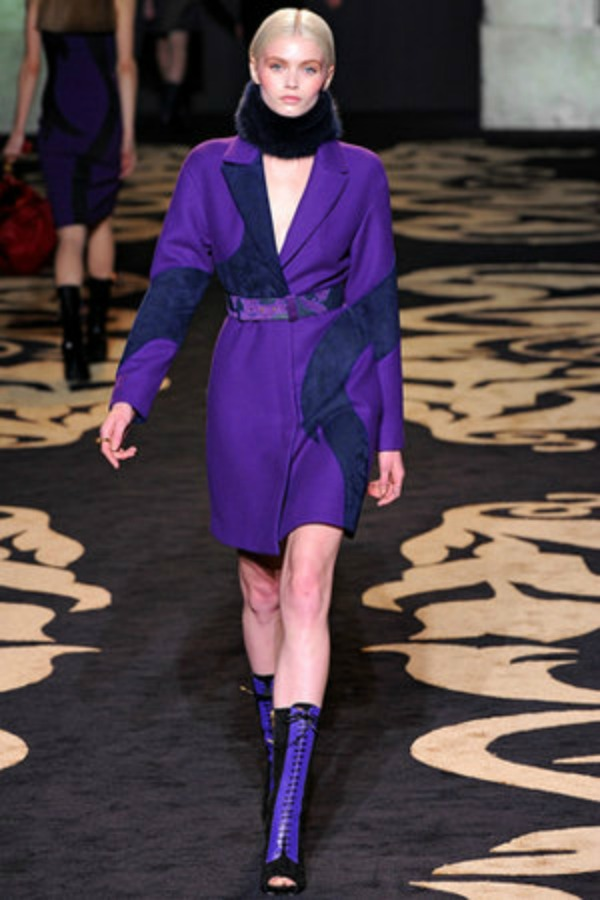 versace fall 2011 rtw purple coat profile Versace   jesen/zima 2011/12. za jake i smele