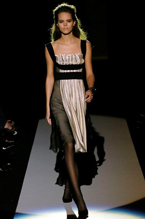 00050m Badgley Mischka: Između stila i trenda