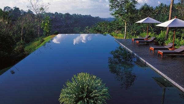 Alila Ubud Hotel – Bali Indonesia Bazeni koji se stapaju sa horizontom