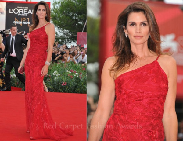 Cindy Crawford In Robuiuerto Cavalli The Ides Of March Venice Film Festival Premiere Fashion Police   Filmski festival u Veneciji