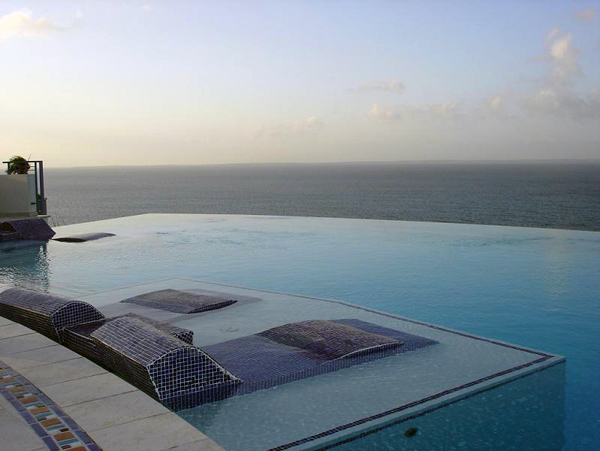 Mes Amis Resort Bazeni koji se stapaju sa horizontom