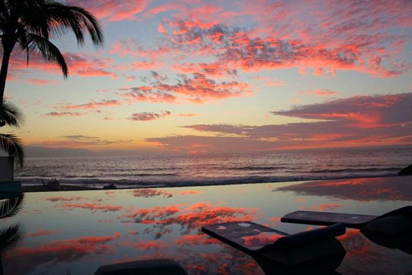 Puerto Vallarta Mexico Bazeni koji se stapaju sa horizontom