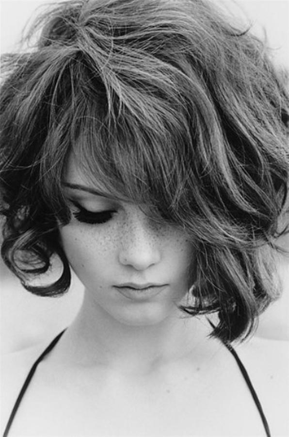 girlbobcurlyfreckleshairphotography 23aae9681b766baf9451eeec85154e23 h large Posh frizure