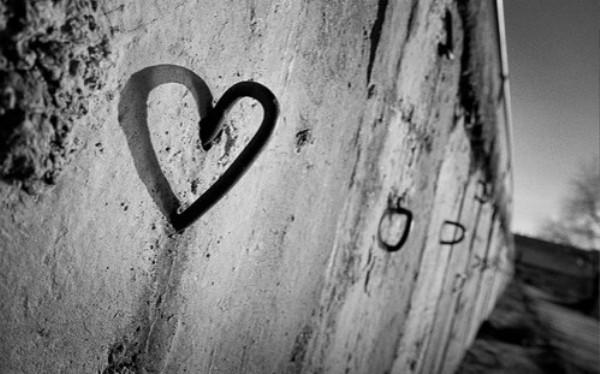 heartlovesandphotographyblackandwhitemetal c264998069c19ed51a58bab8a5bf6544 h Najbolje mesto i poza