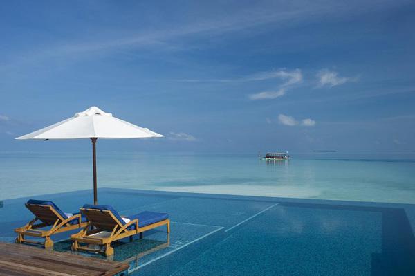 island maldivicetrvta Bazeni koji se stapaju sa horizontom