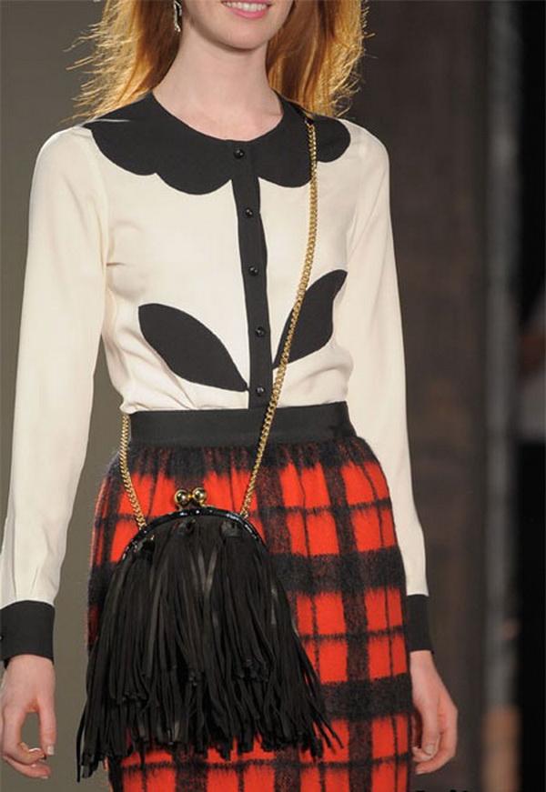 moschino bag trends fall winter 2011 2012 1 Moschino torbe za jesen: print, lanci i nude nijansa