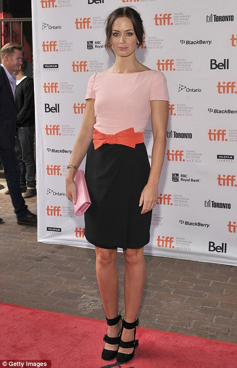 t emily blunt pink Fashion police is back!