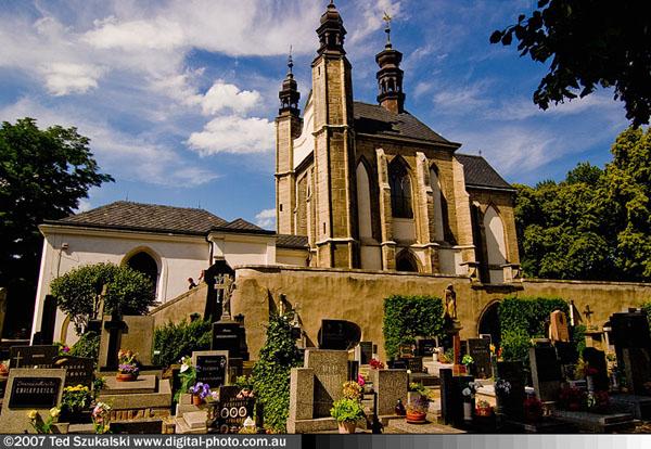 Crkva kostiju spolja Još lepša (ili jezivija) Češka   Kutna Hora