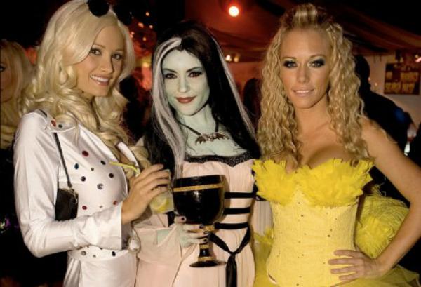 Kendra Wilkinson Playboy Mansion Halloween 1030094 430x293 Noć veštica   proslavljanje gospodara smrti?