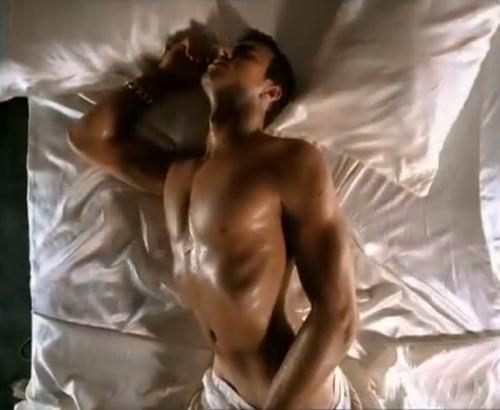Slika44 U krevetu sa... Enrike Iglesijasom
