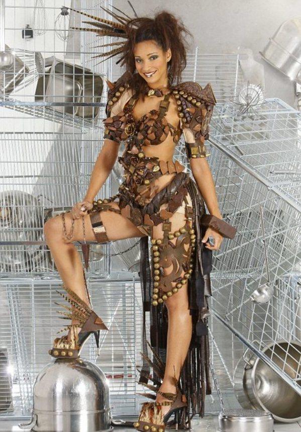 article 2050079 0E57FCE400000578 291 468x685 Modni zalogaji: čokoladni bikini i manekenka od zlata