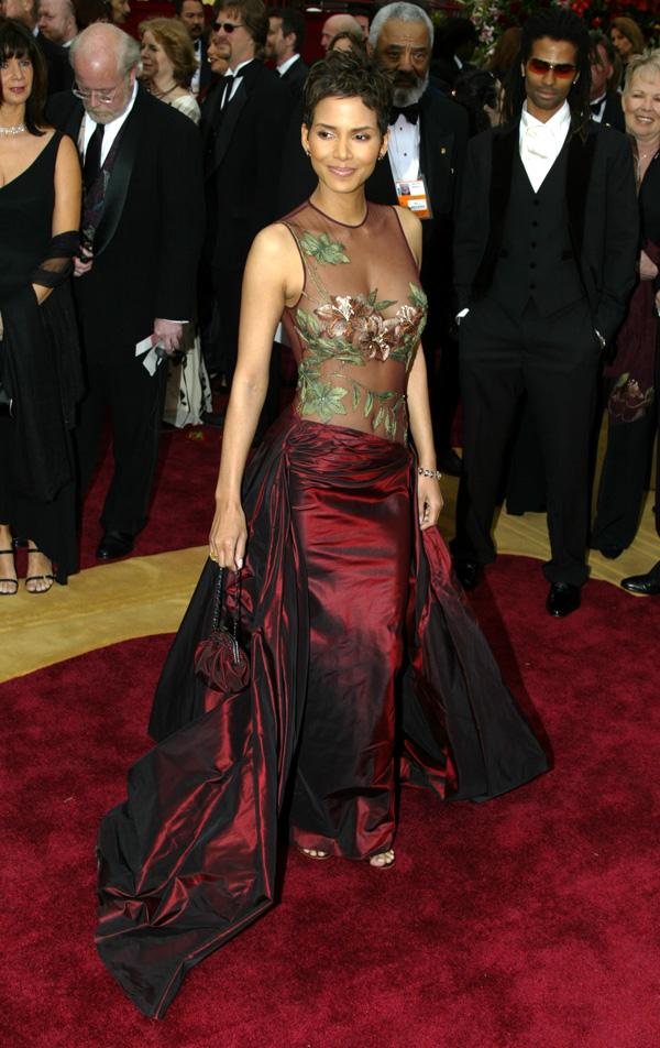halle berry 2002 10 najlepših haljina sa crvenog tepiha