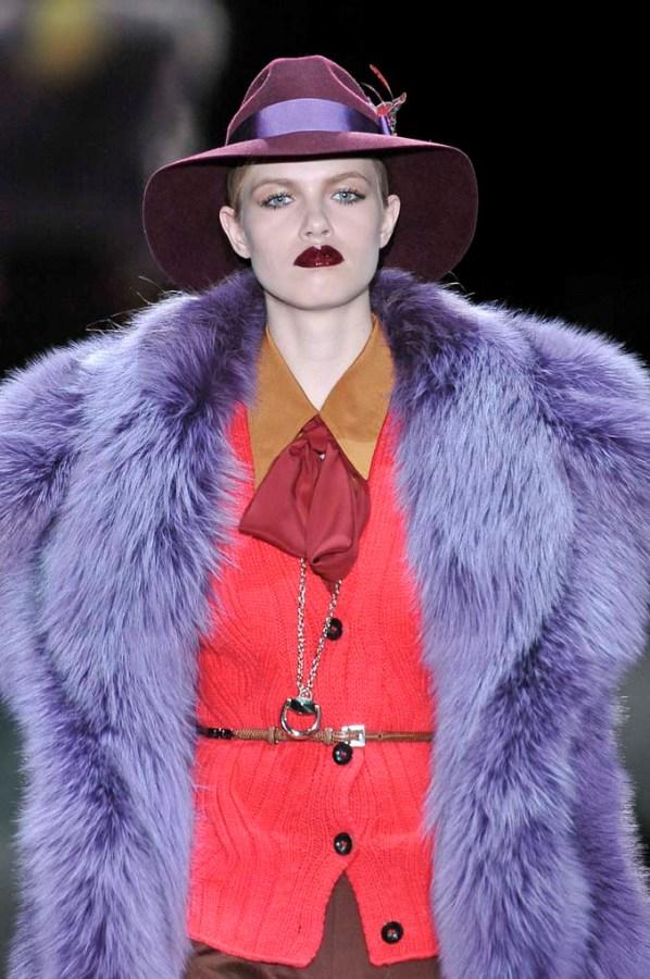 opis trend Krzno i sesir Gucci Vodič za oktobarske trendove