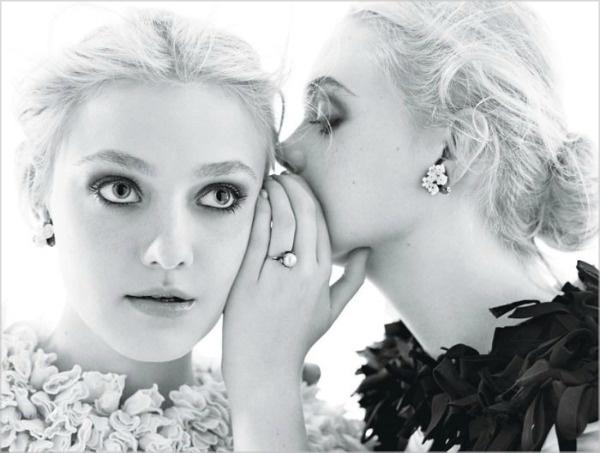 064 Dakota & Elle Fanning za W