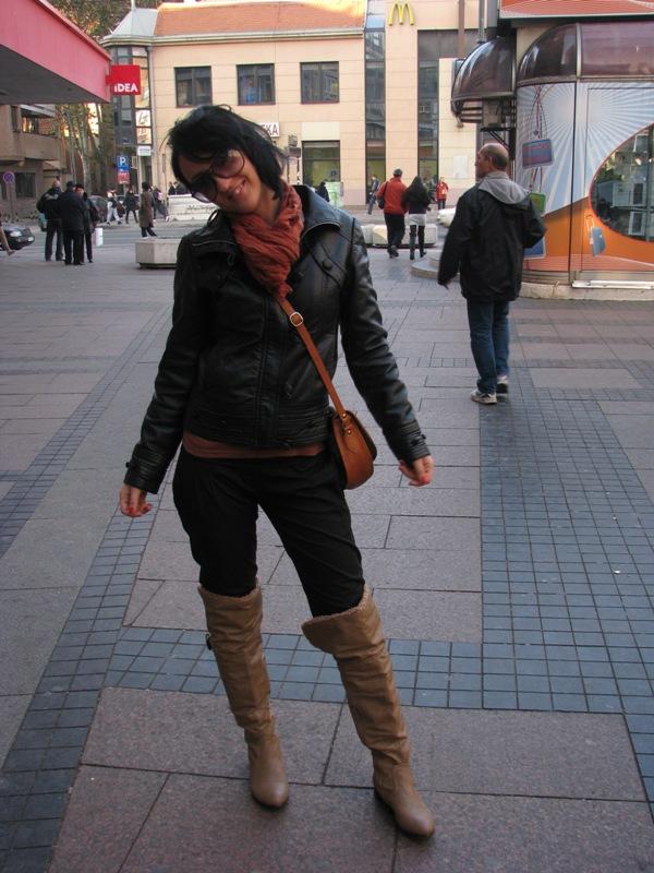 Kožna jakna je neophodna u svakom ormaru i uvek je in. Street Style: Moda i Niš