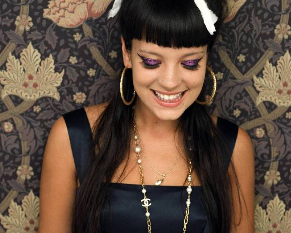 Lily Allen lily allen 154986 1280 1024 Who Run the World: Lily Allen