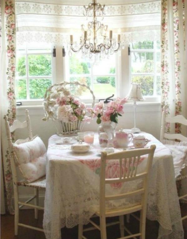 Slika 5 trpezarijski sto1 Devojačke sobe – romantični, vintage stil