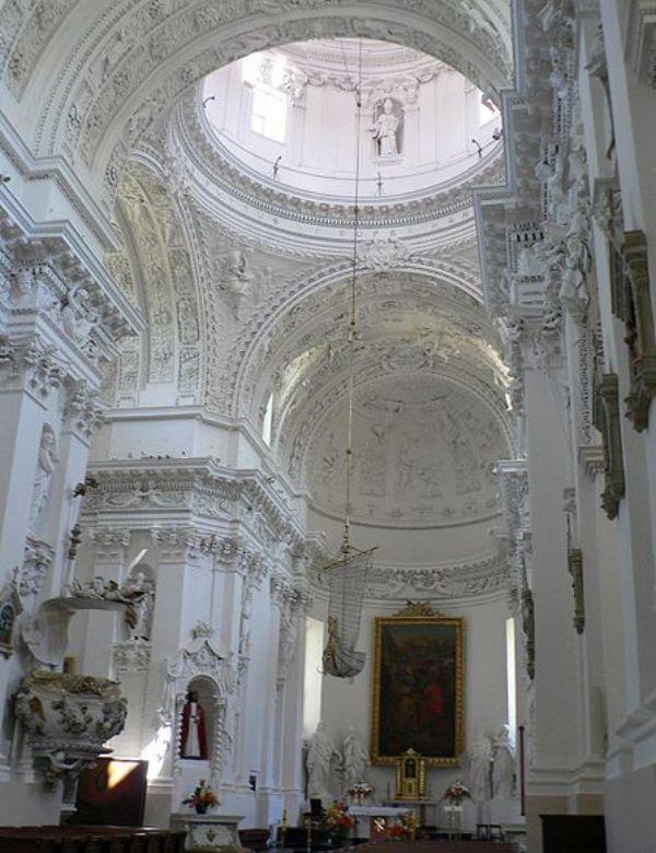 Unutrašnjost bazilike Petra i Pavla ukrašene sa preko 2000 ornamenata Zelena prestonica u sred Evrope   Vilnjus, Litvanija