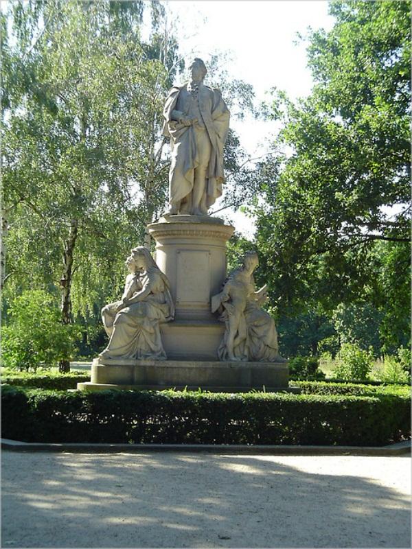 geteova statua1 Četvrta berlinska priča