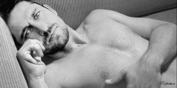 slika 13 U krevetu sa... Džerardom Batlerom