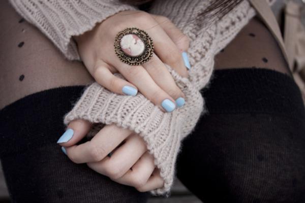 Šareni nokti i veliki prsten su dobitna kombinacija Budite primećene