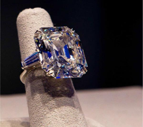 11116 00005883b b82a diamond close up garticle Modni zalogaji: Kopola, Karl, London i dijamanti