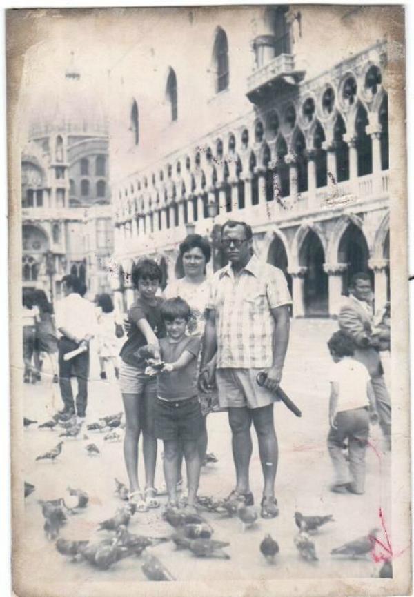 1975 sa roditeljima i sestrom Kad sam bio mali: Robert Čoban