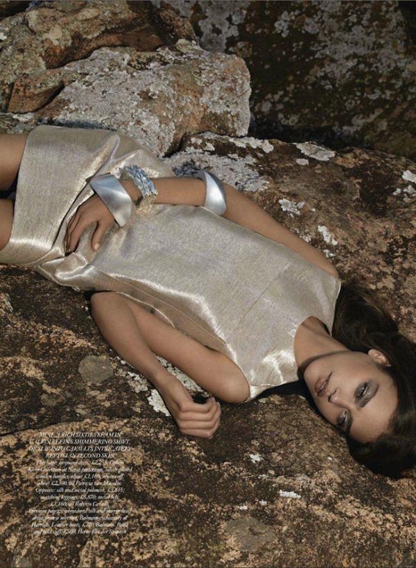 237 Zlatna groznica: Daria Pleggenkuhle za Harpers Bazaar UK