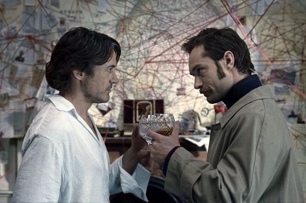 2 Holms i doktor Votson nazdravljaju svojoj novoj avanturi Sherlock Holmes: A Game of Shadows