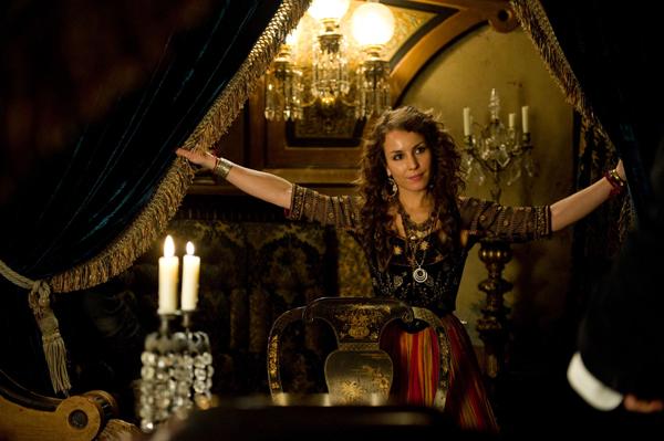 4 Ciganska proročica Simza. Kakva je njena veza sa Morijartijem Sherlock Holmes: A Game of Shadows