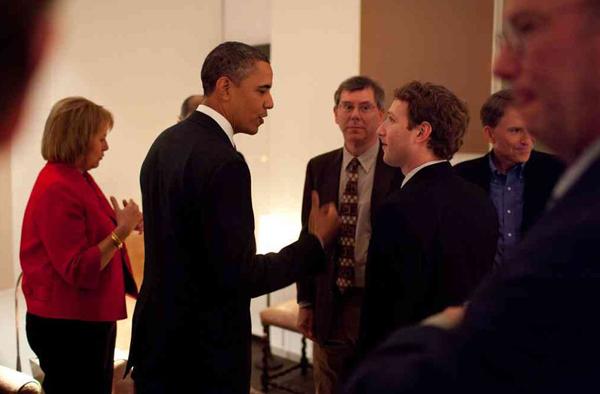 Cukerberg i ortaci Stil moćnih ljudi: Mark Zuckerberg, totalno drugačiji od drugih