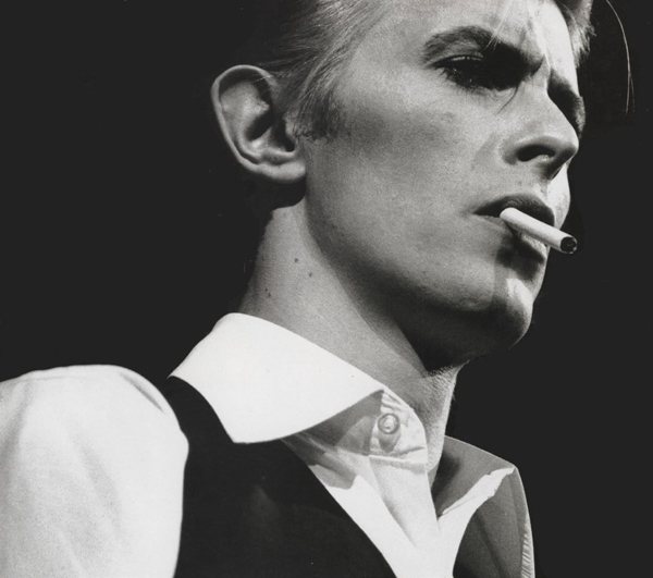Dejvid Bouvi kao Thin White Duke Stil moćnih ljudi: David Bowie, više od ljudskog bića