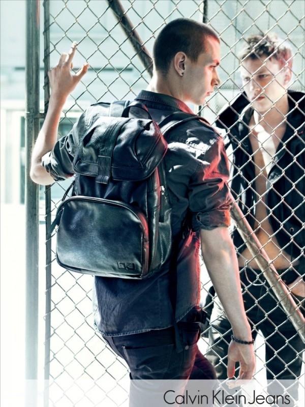 Kožni ranac se vraća u modu Calvin Klein: Džins i detalji