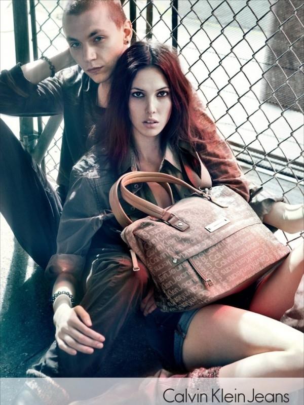 Krem je nova crna ide uz sve Calvin Klein: Džins i detalji