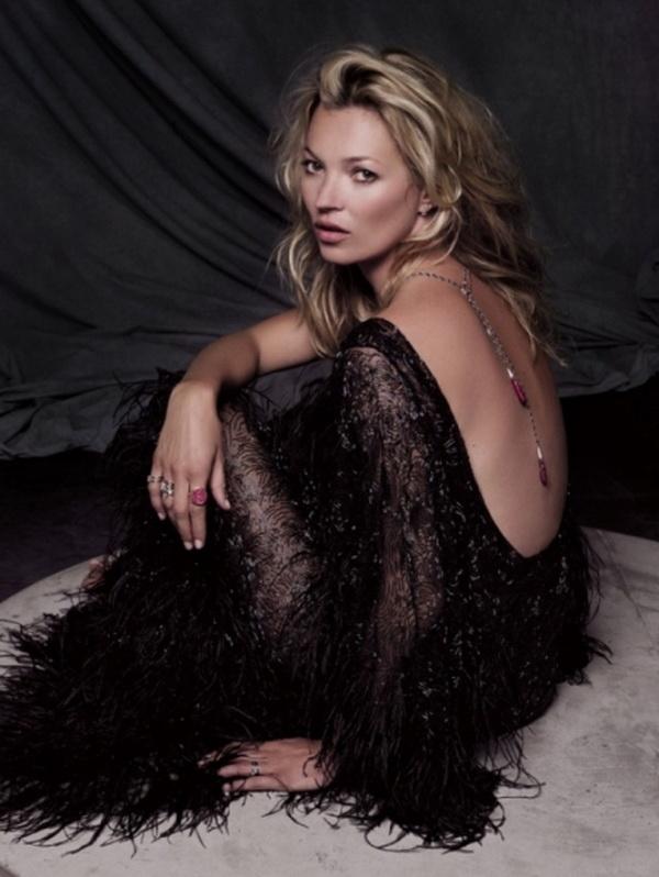 Ogrlica koja savrseno ide uz haljinu otvorenih ledja Kate Moss u Fred Jewelry kampanji
