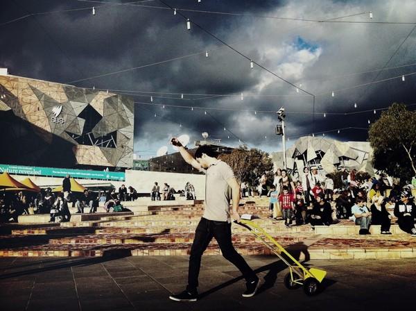 Slika 54 Trk na trg: Federation Square, Melburn