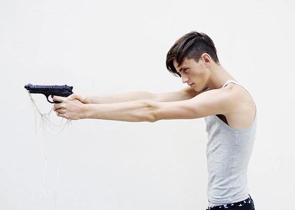 boy with gun Dečko koji je ubio ljubav