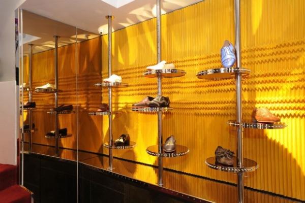 christian louboutin mens paris store opening 2 620x413 Modni zalogaji: Cipele i tašne!