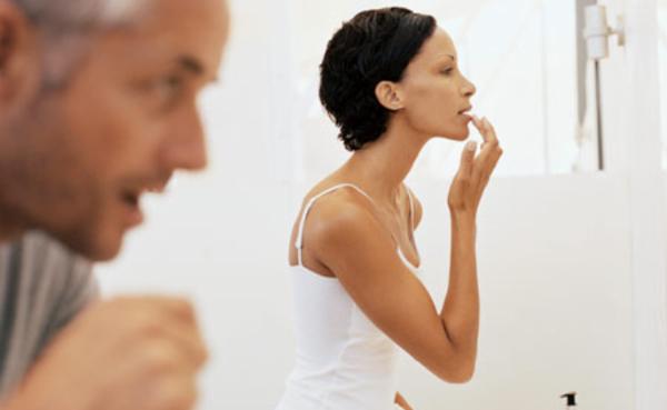 couple in bathroom 450js081909 O ljubavi i četkicama za zube