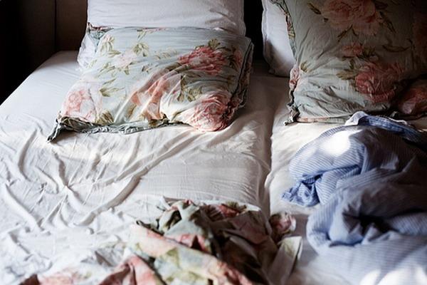krevet Novogodišnja groznica: Šta se krije ispod jelke?