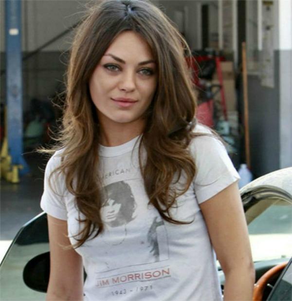 07. Mila Kunis Kako se nosi muzika: Najbolje majice bendova