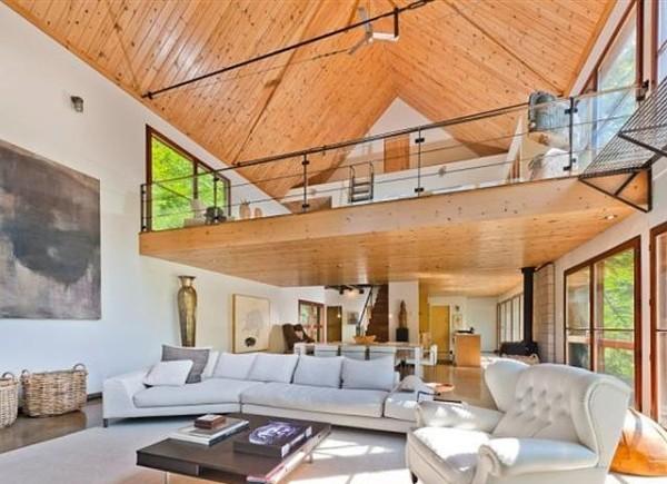3.Pogled iz spavace sobe na dnevni boravak prostranost odlikuje ovu kucu Vikendica Halle Berry: Vaša je za milion dolara