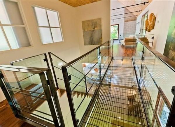 5.Moderne staklene stepenice koje ne voli bas svako Vikendica Halle Berry: Vaša je za milion dolara