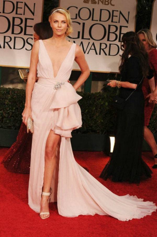 Charlize Theron Pictures Golden Globes 2012 Modni zalogaji: Replike haljina i seksi donji veš