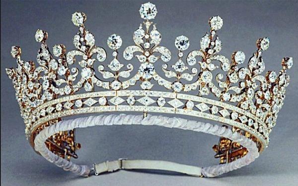 Cuvena bakina dijadema grannys tiara Stil moćnih ljudi: 60. dijamantski jubilej   bakuta je neuništiva