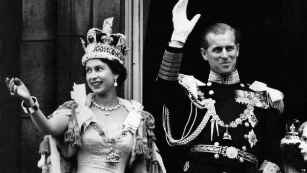 Krunisanje kraljice Elizabete Druge 1953 godine izvor BBC Stil moćnih ljudi: 60. dijamantski jubilej   bakuta je neuništiva