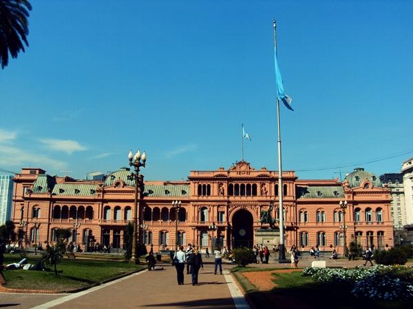 Slika28 Trk na trg: Plaza de Mayo, Buenos Ajres
