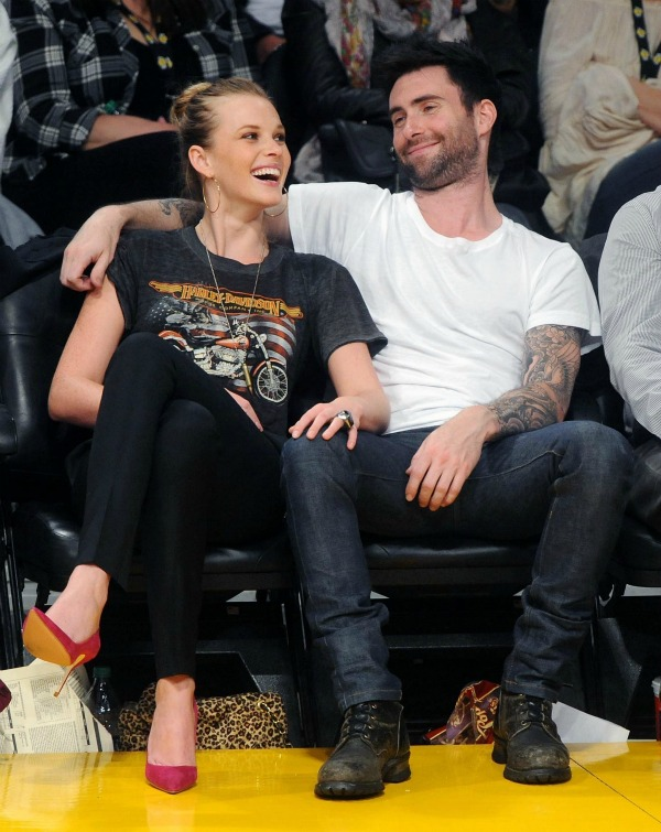 adam and anne v adam levine 18306383 1827 2300 Bitanga i princeza: Anne V. i Adam Levine