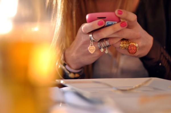 da li ste i vi od onih ljudi koji ne ispustaju telefon iz ruku Top 10: Stvari bez kojih ne možemo